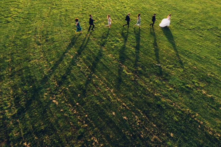 foto dall'alto sposi testimoni