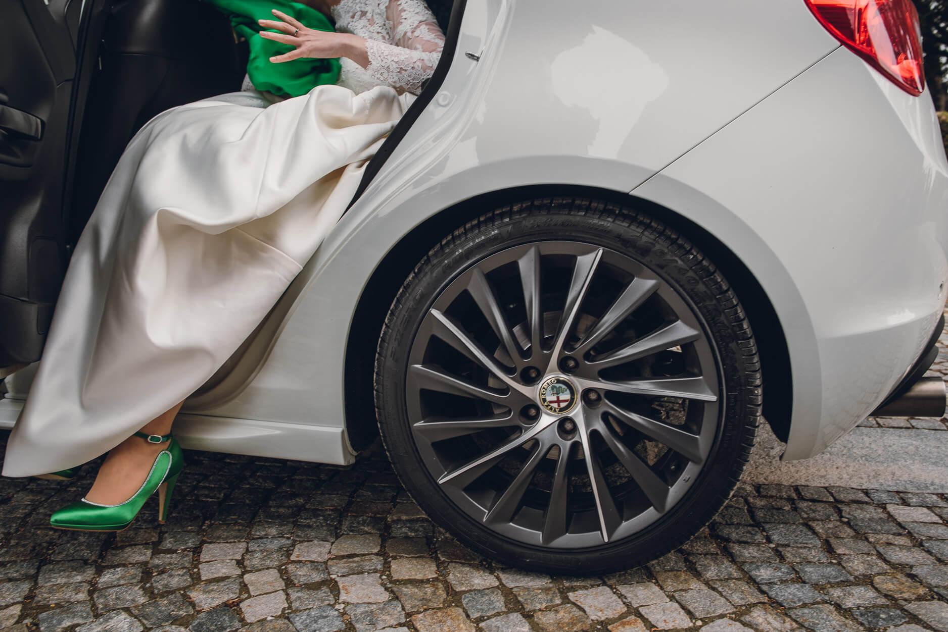 auto sposa scarpe verdi