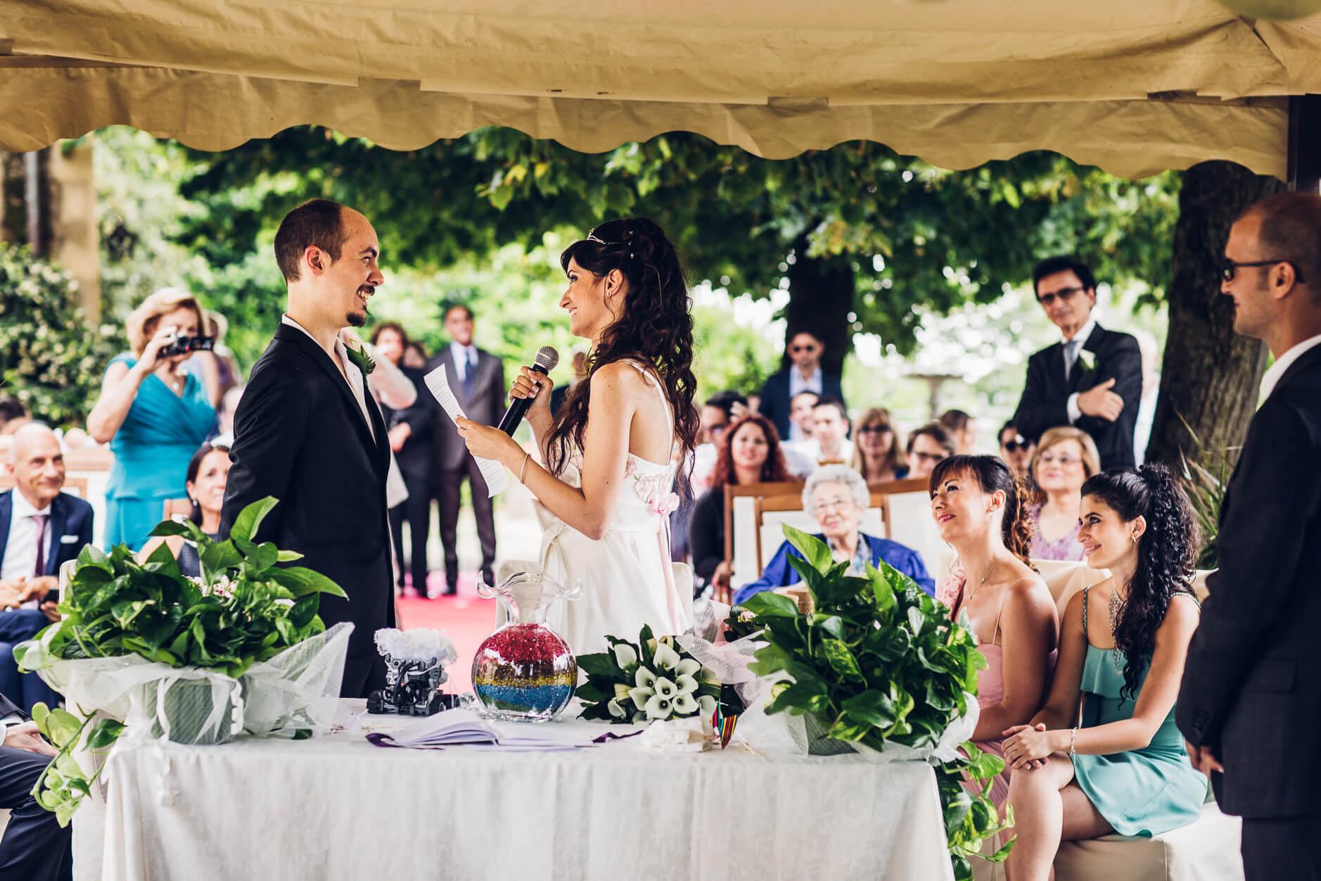 62fe44ffa43f Il momento più importante delle nozze – e della vostra storia d amore – ha  davvero bisogno di una promessa di matrimonio memorabile.