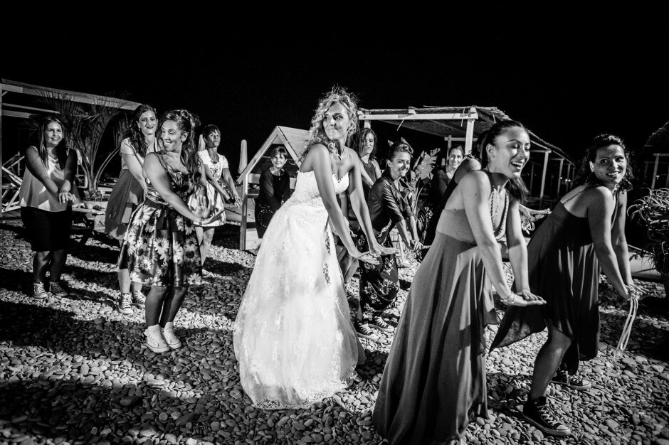 fotografo matrimonio flash mob spiaggia