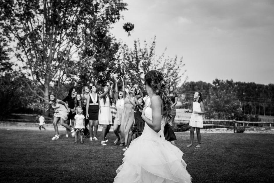 lancio del bouquet matrimonio