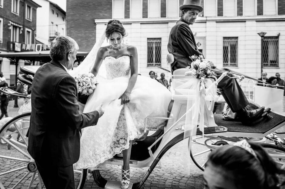 fotografo matrimonio sposa carrozza